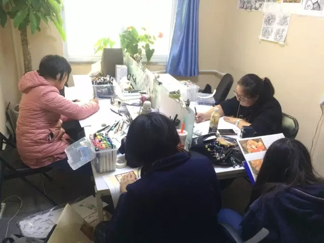 北京华千赢国际娱乐qy8画室设计小班开课第一天 竟然还有小礼物可以收